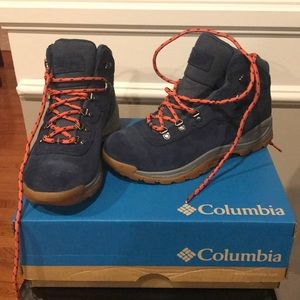 NWT Columbia Waterproof Newton Ridge Hiking Boots